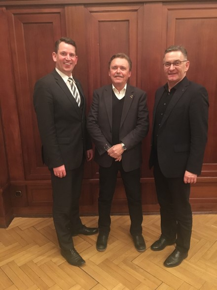 Tore Eriksson with the DFV-President Hartmut ZIEBS (right) and DFV-Vice-president Dr. Christoph WELTECKE in Berlin. Please use Picture- R. RömerDFV