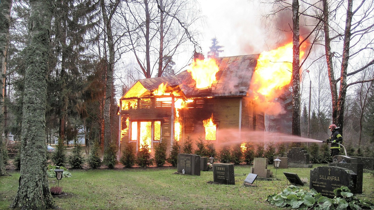 Full scale house burn. Photo: Pixabay