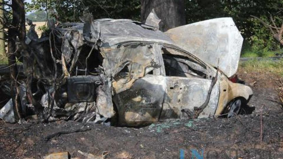 Gas car explodes: Driver dead, ten firefighters injured