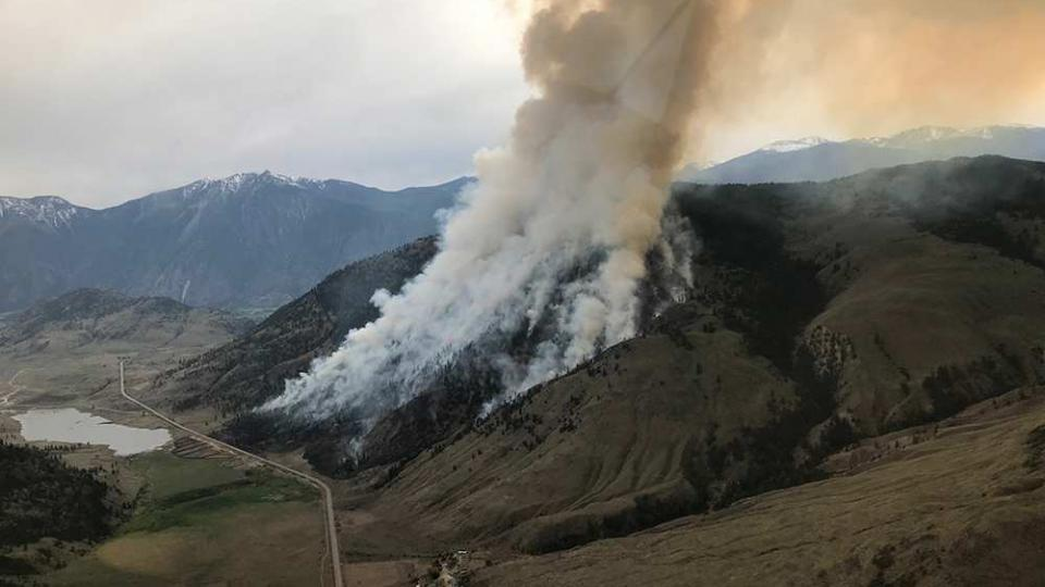 An aggressive wildfire in Osoyoos, British Columbia in May 2019. Photo by BC Wildfire services.