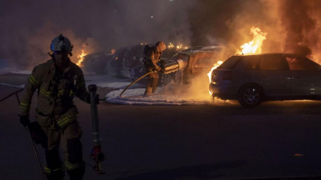80 Cars Lit On Fire By Masked Rioters In Western Sweden Ctif