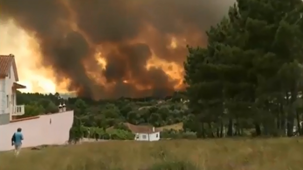 "By 20minutos.es - ""Decenas de muertos en un incendio en Portugal"" at 20minutos, CC BY-SA 3.0, https://commons.wikimedia.org/w/index.php?curid=60070712"