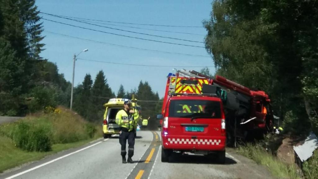 A fire truck has driven off the road at Omland in Kvinesdal, Norway. Photo: VG reader photo