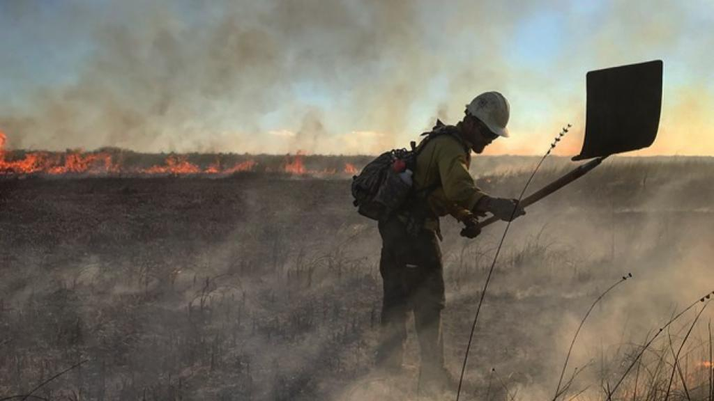 Wildland Firefighter on Prescribed Burn NPS Photo Michael Gue