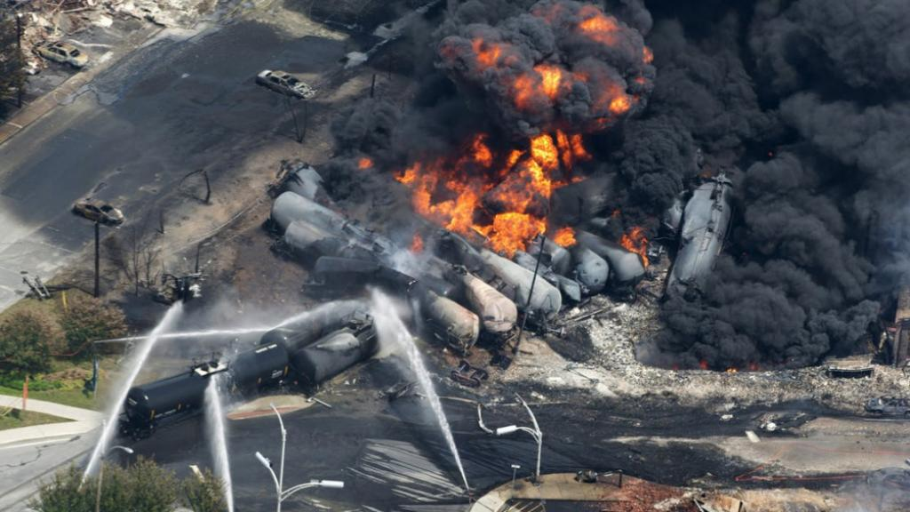 Dec. 30, 2013, Casselton, N.D: An oil train crashed into a grain car, causing explosions and a fire and forcing the partial evacuation of the town. No one was hurt. 2July 6, Lac-Mé­gan­tic, Que­bec: An un­at­tend­ed oil train rolled away, crash­ed