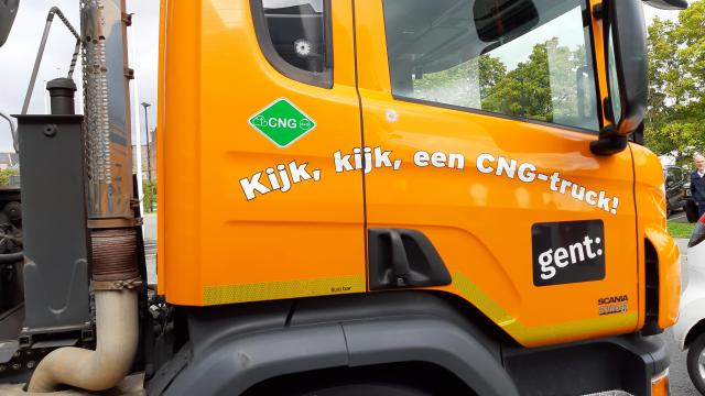 A heavy vehicle with ISO propulsion stickers